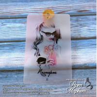 Карточка Девушка персик, Фон: ПОЛУ-ПРОЗРАЧНЫЙ, покрытие: шагрень РАЗМЕР: 8,6 х 5,5 см