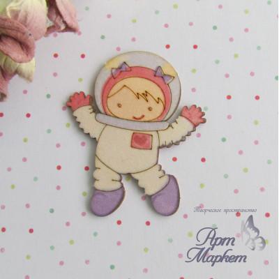 Девочка космонавт цветной чипборд 5х4,2 см